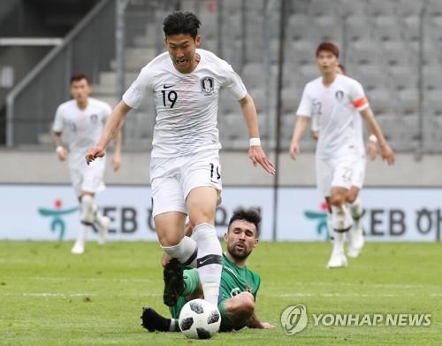 """[월드컵] 교체선수 손흥민이 본 황희찬 """"좀 더 침착하게 했으면"""""""