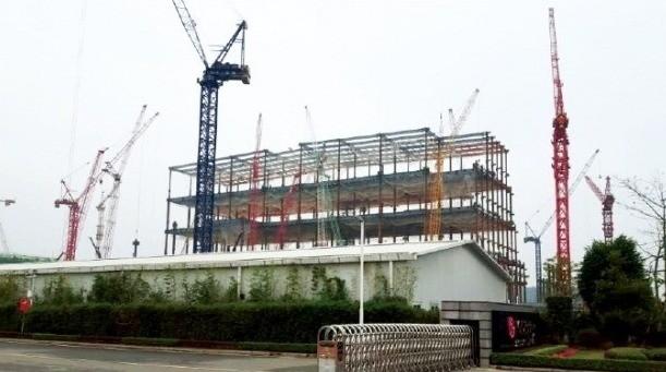 LG디스플레이가 중국 광저우에 건설 중인 OLED 공장. LG디스플레이는 준공시점을 앞당기기 위해 승인 전에 건설 가능한 부분부터 짓고 있다.  LG디스플레이 제공