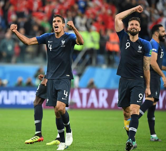 10일(현지시간) 프랑스 선수들이 벨기에를 준결승에서 이긴 뒤 환호하고 있다. 사진=연합뉴스