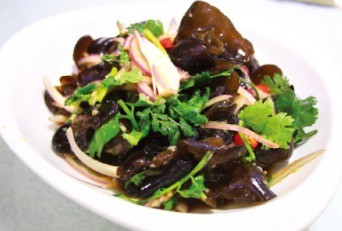 한국에 비해 가격이 저렴한 '목이버섯 냉채'