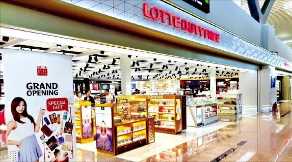 롯데면세점 베트남 나트랑 신공항점이 지난달 30일 문을 열었다. /롯데면세점 제공