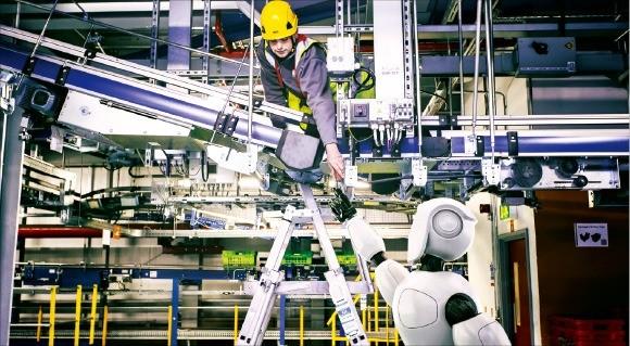 영국 온라인 슈퍼마켓 1위 기업 오카도가 개발 중인 휴머노이드 로봇. /오카도 제공