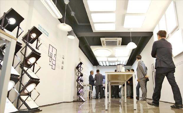 서울반도체의 썬라이크 기술을 적용한 미미라이팅의 홈 조명 전시장