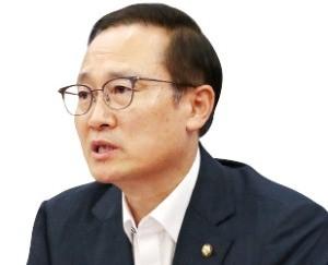 규제 완화 총대 멘 홍영표