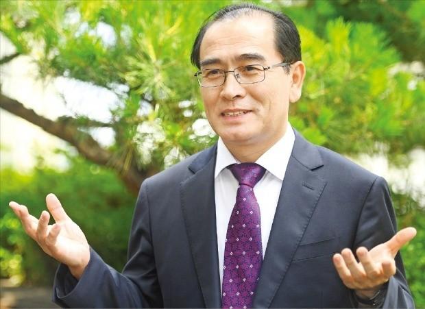 """태영호 전 영국주재 북한공사는 18일 한국경제신문과의 인터뷰에서 """"북한은 결코 중국이나 베트남을 경제발전의 롤모델로 삼지 않을 것""""이라고 말했다. /강은구 기자 egkang@hankyung.com"""