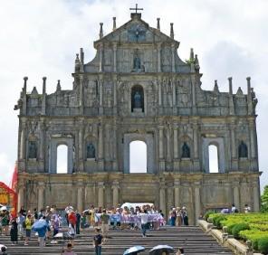 바로크양식이 인상적인 성 바울 성당.