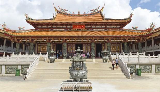 화려한 중국 사원의 진수를 보여주는 마카오에서 가장 오래된 사원인 '아마 사원'