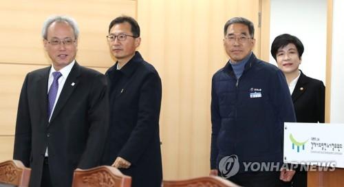 노동장관-민주노총 위원장 '사회적대화 복귀' 합의 불발
