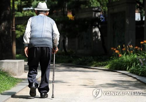 [하반기 경제] 저소득 노인 기초연금 30만원…기초생활보장 강화