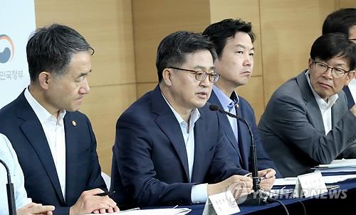 """김동연 """"경제 더 나빠질수도… 내년 재정지출증가 7%중반 이상"""""""
