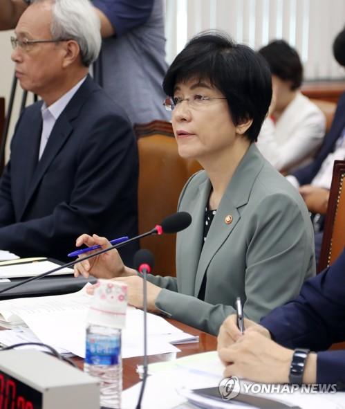 """김영주 """"최저임금 재심의 요청, 면밀히 검토해 조치"""""""