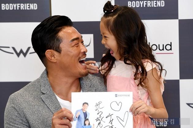 [HK영상] 추사랑, '엄마 아빠 우월한 유전자 골고루 물려받은 추블리 근황'