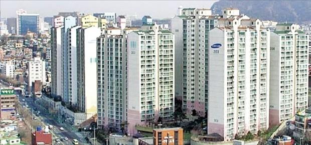 서울에서 입주 10~20년차 아파트 가격이 급등하고 있다. 사진은 마포구 신공덕동에 2003년 들어선 신공덕삼성래미안3차.  /한경DB