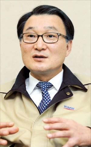 """[마켓인사이트] 김덕용 KMW 회장 """"5G 장비 호황 이제 시작… 내년 매출, 최소 2배"""""""