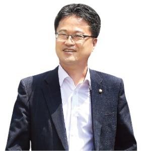 """[정치人] 與 '경제 브레인' 부상… """"규제개혁 입법 성과내겠다"""""""