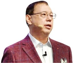 엇갈리는 삼성·LG의 AI 전략