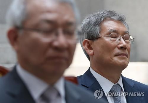 """'사법농단 의혹' 고영한 대법관 """"심려 끼쳐 송구"""" 대국민 사과"""