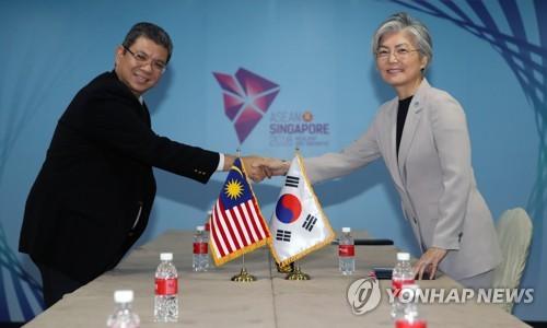 """강경화 """"비핵화 복잡한 과정…평화체제 논의도 함께 이뤄져"""""""