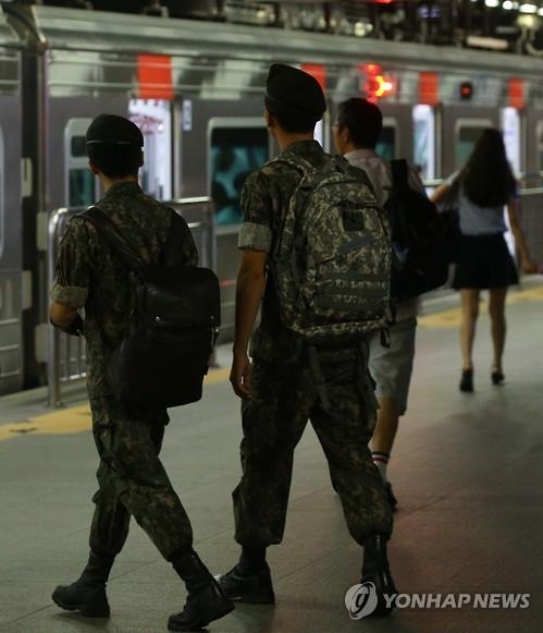 병사 '평일외출' 13개 부대서 내일부터 시범운용… 음주는 금지