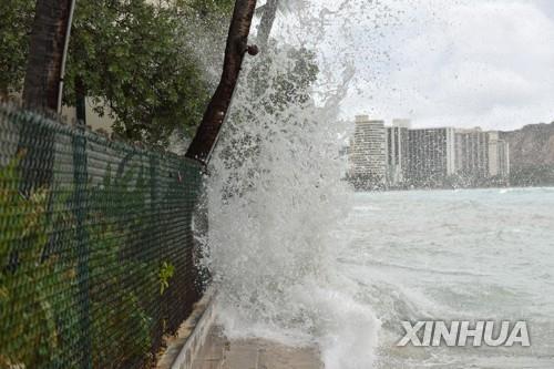 하와이, 허리케인 물폭탄에 도로 곳곳 끊겨… 강풍은 잦아들어
