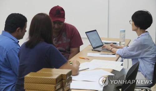 """박상기 """"난민법 폐지 어렵다… 허위난민 막기 위해 심사강화"""""""