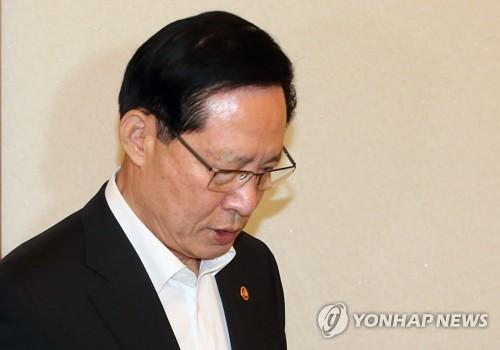 """靑, '송영무 경질 가닥' 보도에 """"확인해 드릴 게 없다"""""""