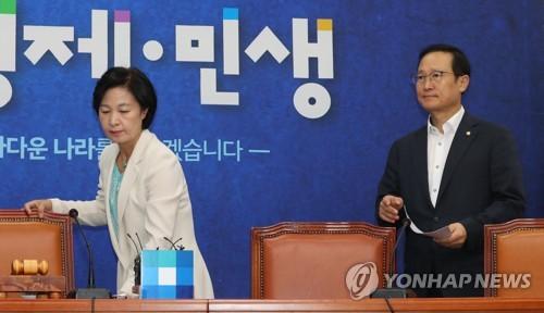 """민주, 소득주도성장 방어… """"이명박·박근혜정권 정책실패"""" 역공"""