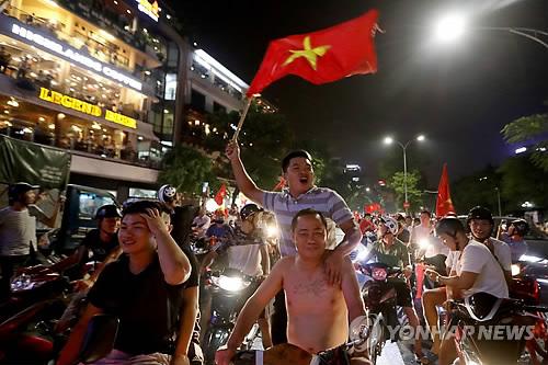[아시안게임] '박항서호 응원하자' 베트남팬 열기에 자카르타행 항공기 증편