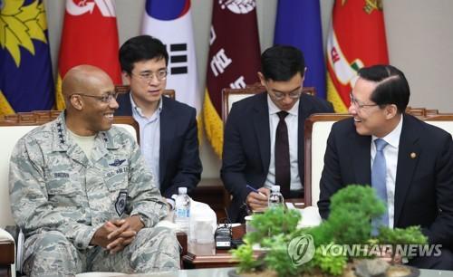 송영무, 美태평양공군사령관 면담… 한반도 비핵화 공조 논의