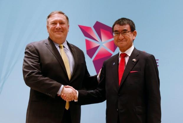 마이크 폼페이오 미국 국무장관(왼쪽)과 고노 다로 일본 외무상 /사진=연합뉴스