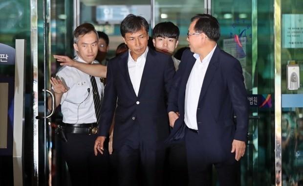 무죄 선고받고 법원 나서는 안희정 (사진=연합뉴스)