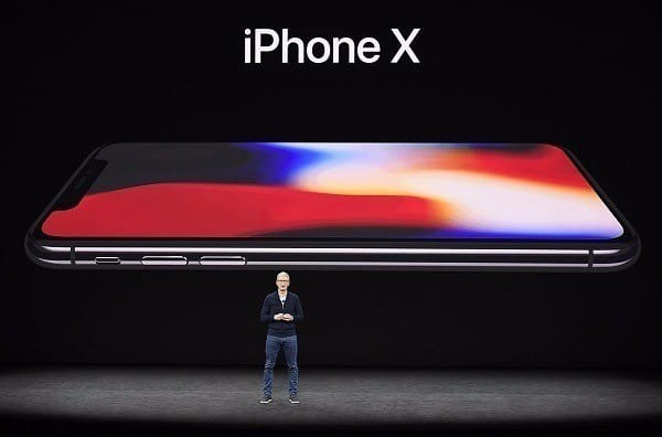 애플은 지난해 9월 12일 아이폰8, 아이폰8 플러스, 아이폰X를 '스티브 잡스 극장(Steve Jobs Theater)'에서 공개했다.
