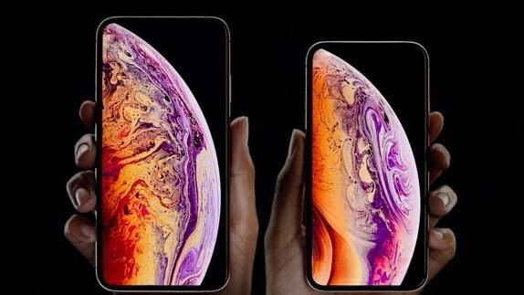 아이폰은 XS와 XS맥스.