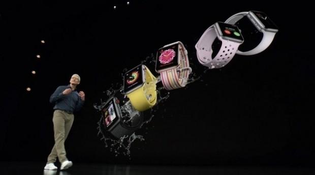 """팀 쿡은 """"애플워치는 단순한 스마트워치가 아니다""""라면서 """"애플워치는 세계에서 가장 많이 팔린 시계""""라고 말했다."""