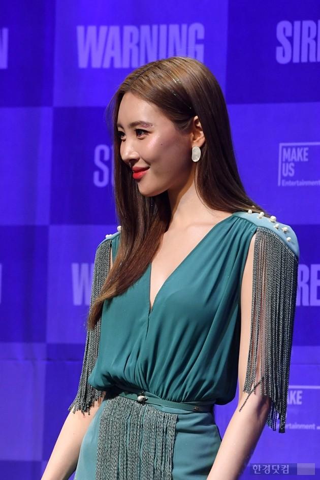 [포토] 선미, '아찔하게 푹 파인 의상~'
