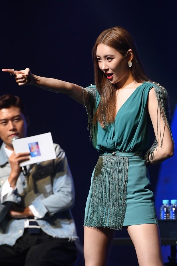 [포토] 김일중 아나운서, '선미 바라보는 매의 눈'