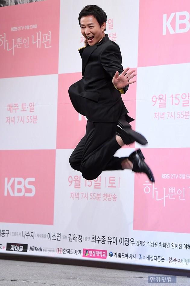 [포토] 최수종, '엄청난 점프~'