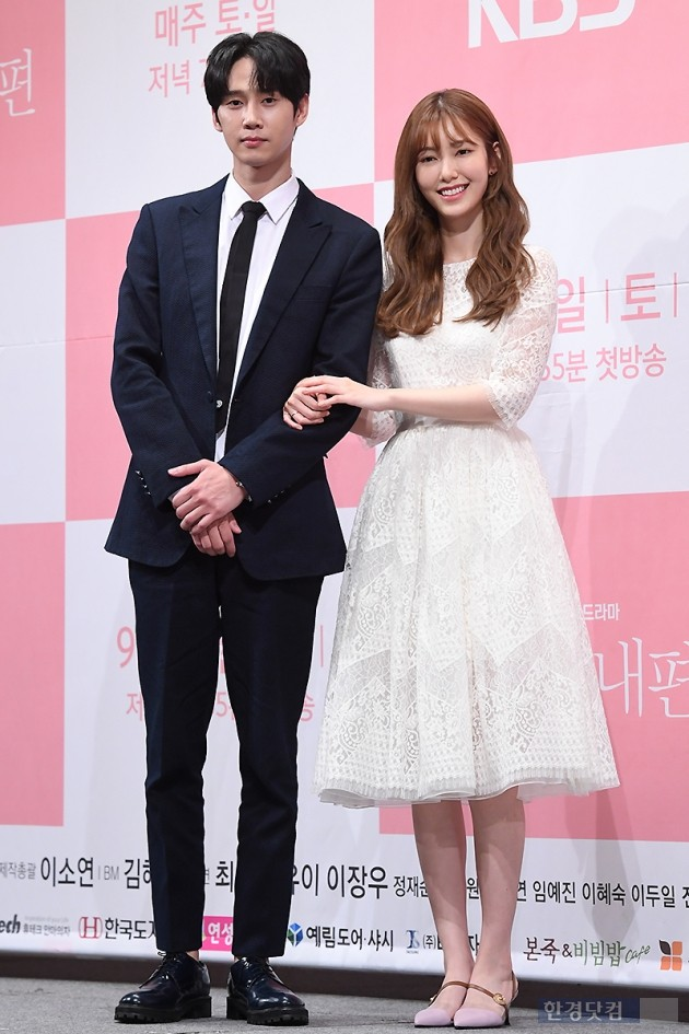 [포토] 박성훈-나혜미, '다정한 커플 포즈~'
