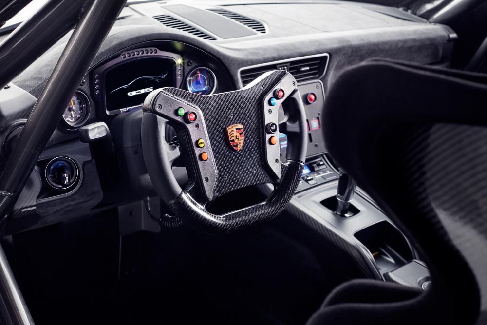 포르쉐, 최고 700마력의 한정판 레이싱카 '935' 공개