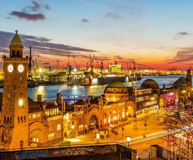 전형적인 항구 도시의 모습을 느낄 수 있는 함부르크 란둥스브뤼케 역. 해질녘이면 붉은 석양과 화려한 불빛이 항구 도시의 또 다른 매력을 발산한다.