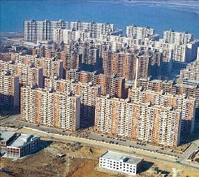 1975년 착공한 서울 압구정동 아파트 건설 현장.  /현대건설 제공