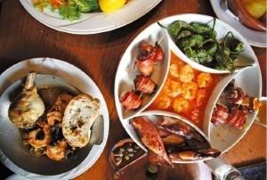 이민의 역사가 깃든 항구 주변 포르투갈 요리들.