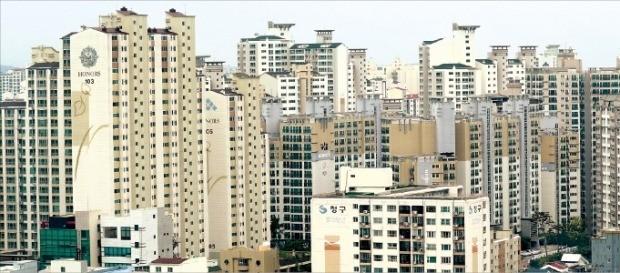 학군이 우수한 지역에 새 아파트 공급이 늘면서 대구·광주 아파트값(전용면적 84㎡ 기준)은 올초 대비 3억원 넘게 급등했다. 대구 수성구 범어동 일대 단지. /한경DB