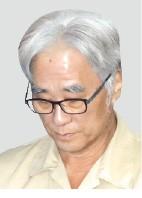 '단원 성추행' 이윤택 징역 6년… '미투' 유명 인사로는 첫 실형