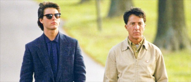 더스틴 호프먼(오른쪽)이 자폐증 환자 역으로 열연한 영화 '레인맨'의 한 장면.
