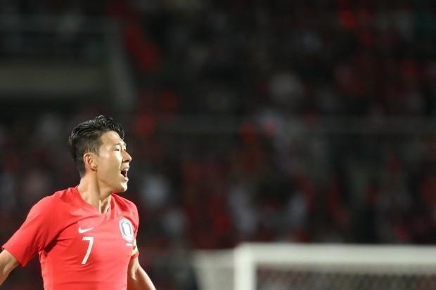 7일 고양종합운동장에서 열린 한국과 코스타리카 친선경기에서 한국의 손흥민이 동료들을 독려하고 있다. /연합뉴스