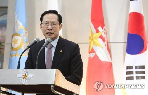 """송영무 """"기무사, 국민에 배신감 안겨줘… 과거 통렬히 반성해야"""""""
