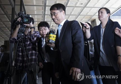 """""""증거인멸 용인했다"""" 영장기각 두고 검찰-법원 '일촉즉발'"""