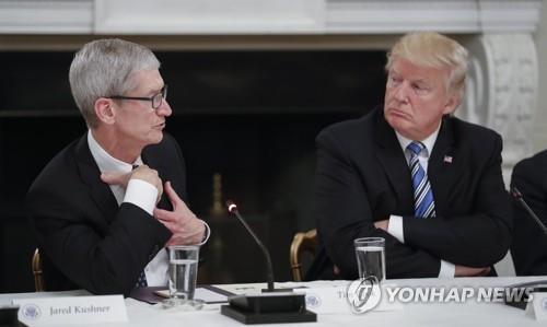 """""""트럼프 관세 부과되면 애플워치 가격 10% 이상 오른다"""""""