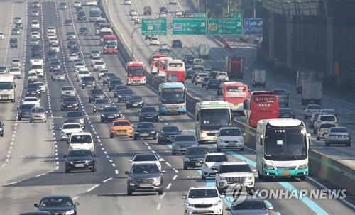 귀성길 고속도로 정체 해소…서울→부산 4시간 30분